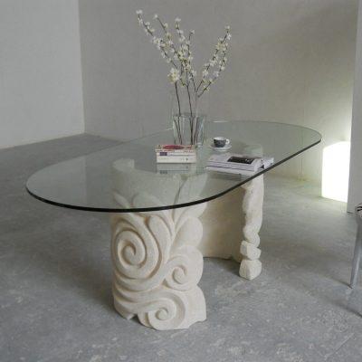 Tavolo ovale in Pietra di Vicenza e cristallo Aden, scolpito a mano